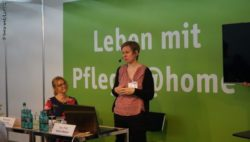 "Image: Female speaker in the Forum ""Living with care @home""; Copyright: beta-web/Lormis"