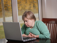 Photo: Woman in front of a laptop