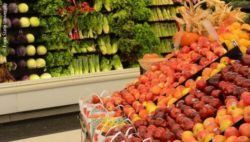 Photo: A vegetable department in a supermarket; Copyright: Iowa State University