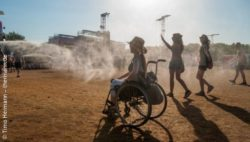 Photo: Adina Hermann in her wheelchair at the Sziget Festival in Budapest/Hungary; Copyright: Timo Hermann – thermann.de