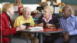 Photo: Elderly people sitting together in a restaurant and laughing; Copyright: panthermedia.net/Monkeybusiness Images