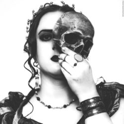 Photo: A black and white picture of Fuchsia Aurelius with a fake skull covering half her face; Copyright: Manicks Productions/Fuchsia Aurelius