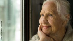 Photo: an elderly happy woman; Copyright: panthermedia.net/Artanika