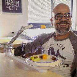 Photo: Man using a robotic eating aid from Neater Solutions; Copyright: Neater Solutions Ltd.
