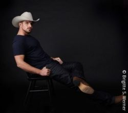 Photo: Benjamin Piwko with a cowboy hat ; Copyright: Brigitte S. Werner