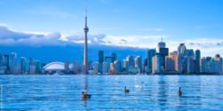 Photo: Skyline of Toronto with Canada geese and swans on the Lake Ontario in the foreground; Copyright: panthermedia.net/surangastock