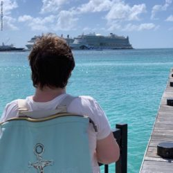 Photo: Kathy Schwack looks at the water where a cruise ship is located; Copyright: Schwack/Ahoi and Moin Moin