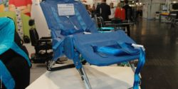 Photo: Ultima metal bath chair by Columbia Medical; Copyright: beta-web/Schmitz