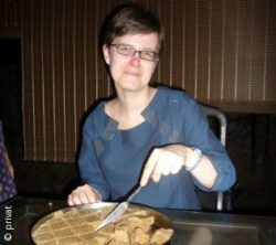 Photo: Marit Müller on vacations eating at the table; Copyright: private