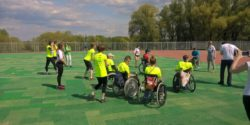 Photo: wheelchair drivers on a field