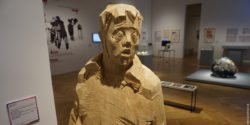 Image: wood figure of a man with Down's syndrome; Copyright: beta-web/Dindas