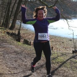 Photo: brunette woman - Antje Thiel - during a run, holding up her arms; Copyright: private