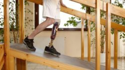 Photo: Male walking down a ramp with his prosthetic leg; Copyright: panthermedia.net/belahoche
