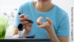 Photo: woman measuring blood sugar; Copyright: panthermedia.net / imagepointfr