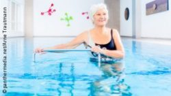Photo: An older woman during training in a pool; Copyright: panthermedia.net/Arne Trautmann