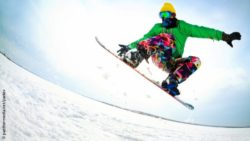 Photo: Snowboarder in winter; Copyright: panthermedia.net/yanlev
