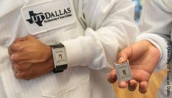 Photo: One person ist wearing the Wearable and another person is holding it in his hand; Copyright: University of Texas at Dallas