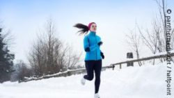 Photo: Young woman jogging in winter; Copyright: panthermedia.net/halfpoint