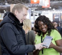 Photo: Exhibitor shows a product to a trade fair visitor; Copyright: Messe Düsseldorf