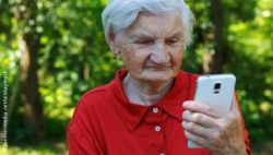 Photo: Elderly woman using a smartphone; Copyright: panthermedia.net/ocskaymark