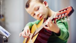 Photo: Young boy playing guitar; Copyright: panthermedia.net/Chalabala