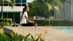 Photo: young business woman doing some yoga outside; Copyright: panthermedia.net/Diego Cervo