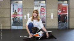 Photo: Michaela Gurzinski with her dog Bella; Copyright: Agentur für Arbeit Düsseldorf