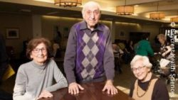 Photo: Elderly women and an elderly man; Copyright: Baycrest Health Sciences
