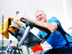 Photo: Elderly man in a spinning class
