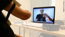 Photo: A patient with amputated arm, training on a screen in augmented reality with a virtual limb; Copyright: Max Ortiz Catalan