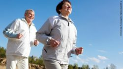 Photo: Elderly couple running together; Copyright: panthermedia.net/Dmitriy Shironosov