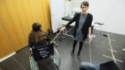 Photo: Researcher demonstrating the effect of virtual reality; Copyright: Ecole Polytechnique Fédérale de Lausanne