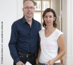 Photo: Ellen Schweizer and Steffen Zimmermann, founder of the association; Copyright: Anderes Sehen e.V., www.anderes-sehen.de
