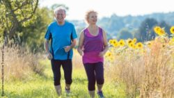 Photo: Senior couple jogging together outdoors; Copyright: panthermedia.net/Arne Trautmann