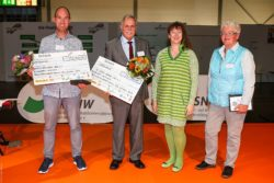 Photo: The award winners with cheques; Copyright: Axel Kohring/Beautiful Sports