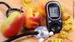 Photo: Glucose meter with medical stethoscope and fresh fruits; Copyright: panthermedia.net/ratmaner
